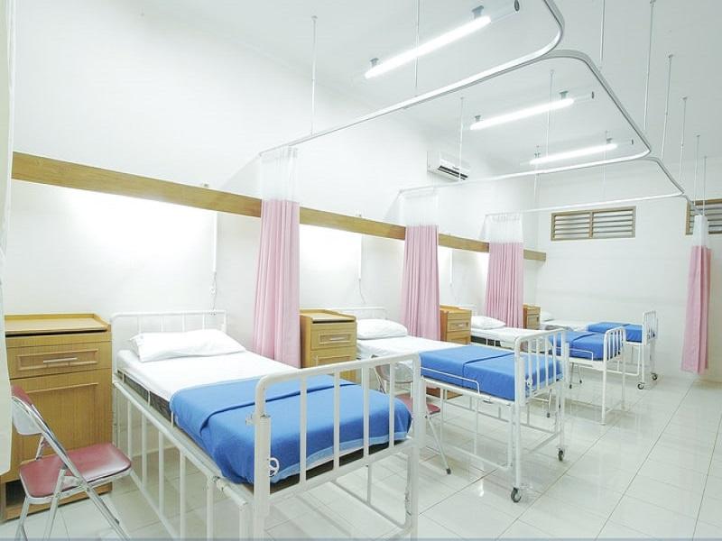 นอนโรงพยาบาลรัฐและเอกชน ค่าห้องราคาคืนละเท่าไหร่?