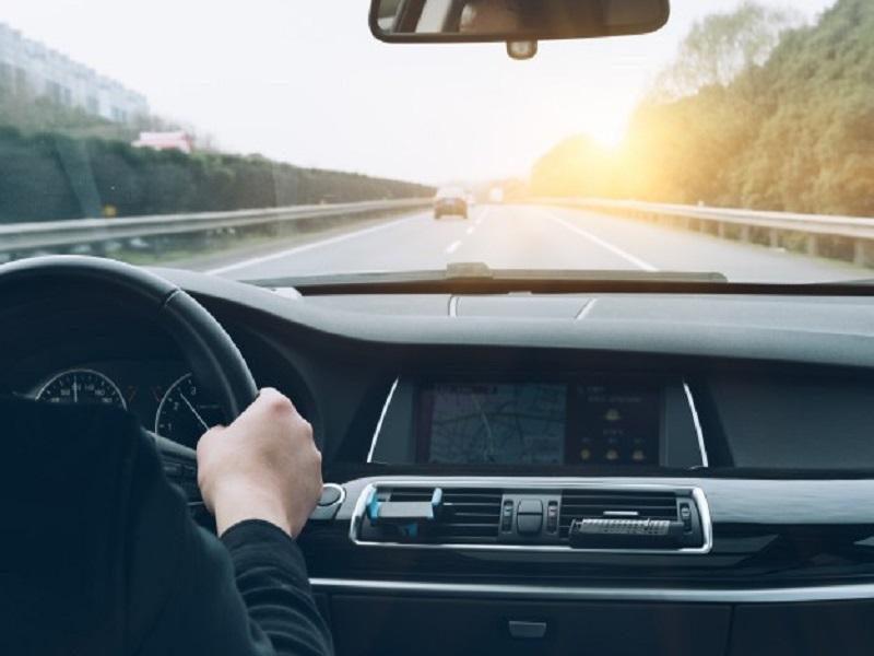 9 เทคนิคขับรถทางไกลสำหรับมือใหม่ ป้องกันอุบัติเหตุ